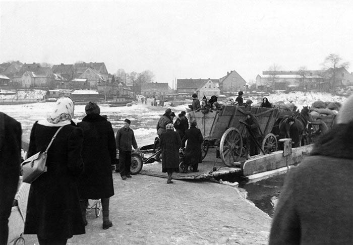 Flucht aus Schlesien von Hanns Tschira