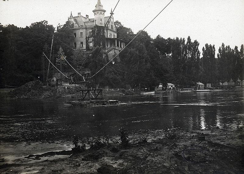Bau der Hängebrücke