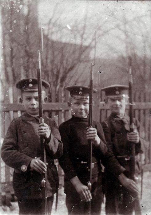 Die Brüder Georg, Erwin und Konrad Dornig in Uniform, Foto 1908 (Quelle: Georg Dornig)