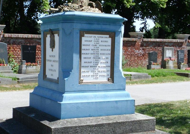 Ein Teil der in der Gegend um Wien gefallenen sächsischen Soldaten wurde 1892 auf den Zentralfriedhof von Wien umgebettet.