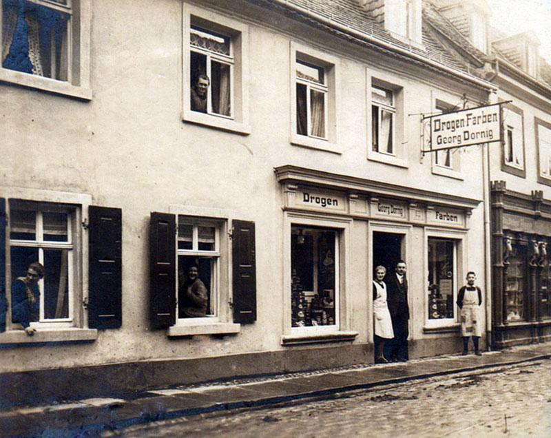 Das Ladengeschäft in der Brückenstraße 33, Foto 1928 (Georg Dornig)