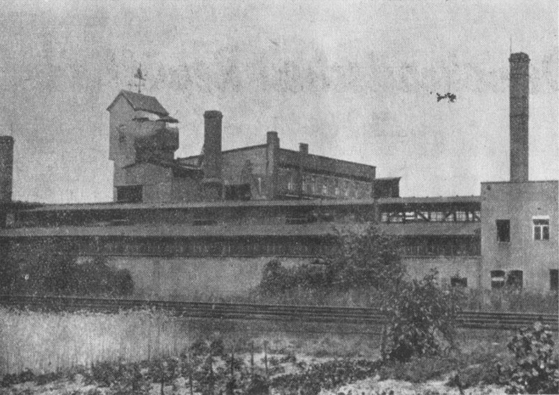 Im Hintergrund die Gebäude der ehemaligen Stockfabrik als Teil der ESG-Gießerei, vor 1964