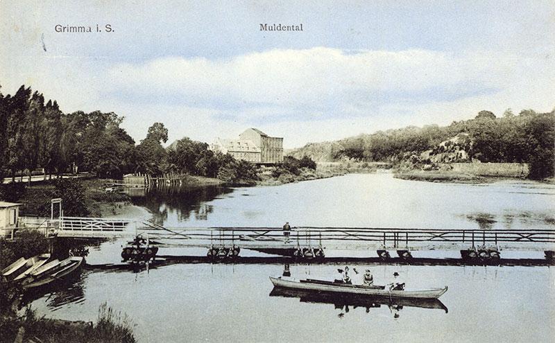 Tonnenbrücke, Postkarte um 1910 (Kreismuseum). Die Brücke war 95,5m lang und 1,70m breit. Sie bestand aus 15 Flößen auf 119 Tonnen.