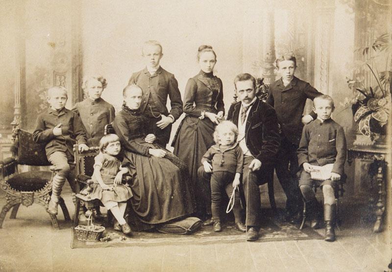 Fotograf Albert Meinhardt mit Familie, 1888