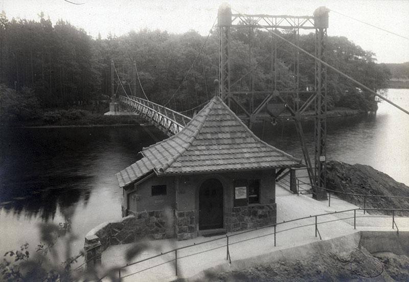 Fertigstellung des Brückenhäuschens, 1925