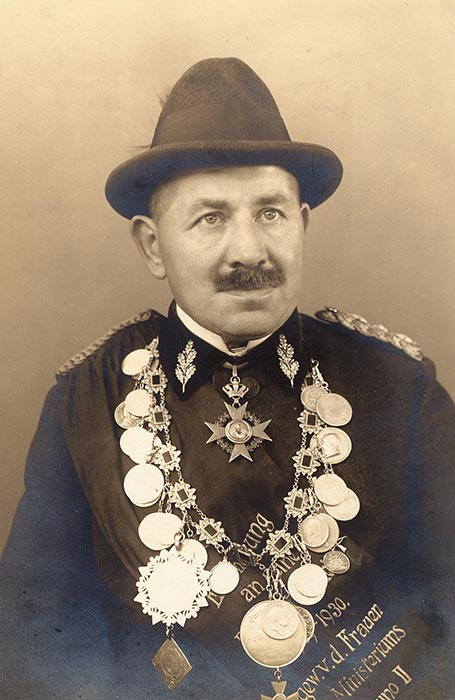 Hugo Schirmer mit Schützenkette, 1936