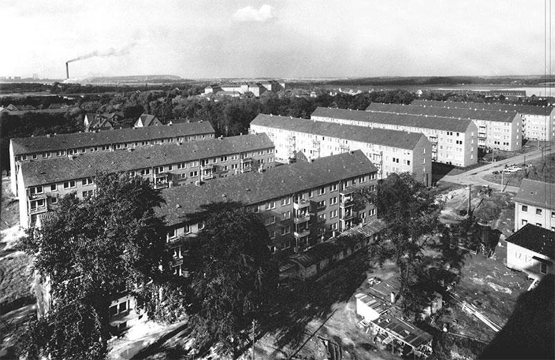 Neubaugebiet Borna (Kohleersatzbauten), 1965, Hintergrund: Krankenhaus, Trageser Kippe und das Braunkohlenwerk Witznitz